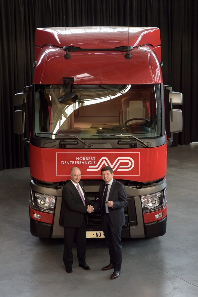 bruno_blin_l_president_of_renault_trucks_and_herve_montjotin_r_chairman_of_norbert-dentressangle_2_ok