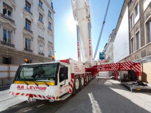 SUI TETTI DI LIONE. CON LIEBHERR - Sollevare - autogru Francia LIEBHERR Lione LTM 11200-9.1 S.E Levage - Autogru case history News 2