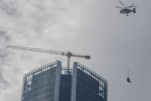 UNA GRU NIEDERSTÄTTER SULLA TORRE HADID DI MILANO - Sollevare -  - News 3