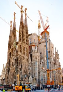 UNA LIEBHERR PER LA SAGRADA FAMILIA - Sollevare - Grúas Rigar LIEBHERR LTM 1500-8.1 Sagrada Familia - Autogru case history News 1
