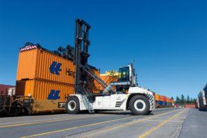 CVS FERRARI CONQUISTA GLI OPERATORI PORTUALI DI MONTREAL - Sollevare -  - Logistica News 3