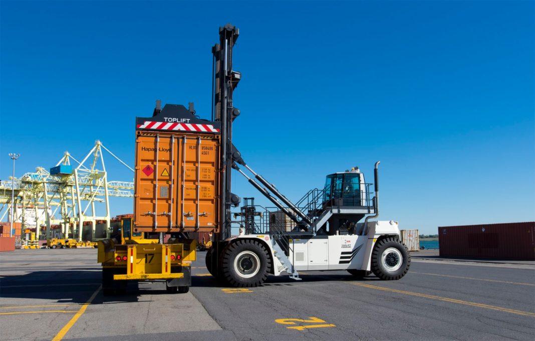 CVS FERRARI CONQUISTA GLI OPERATORI PORTUALI DI MONTREAL - Sollevare -  - Logistica News 4