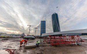 UNA GRU NIEDERSTÄTTER SULLA TORRE HADID DI MILANO - Sollevare -  - News 1