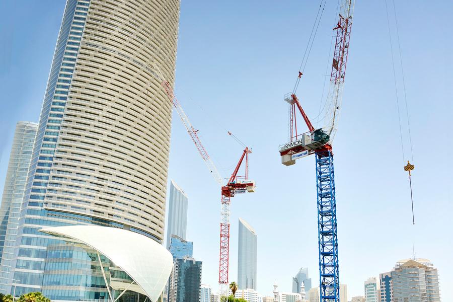 DUE GRU RAIMONDI CRANES PER LA CORNICHE TOWER AD ABU DHABI - Sollevare - Abu Dhabi gru a brandeggiante Raimondi Cranes - case history Gru a torre News