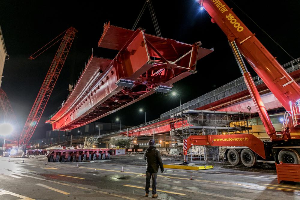 GENOVA RINGRAZIA AUTOVICTOR - Sollevare - Autovictor Genova - Autogru Cantiere Gru cingolate News SPMT Trasporti eccezionali