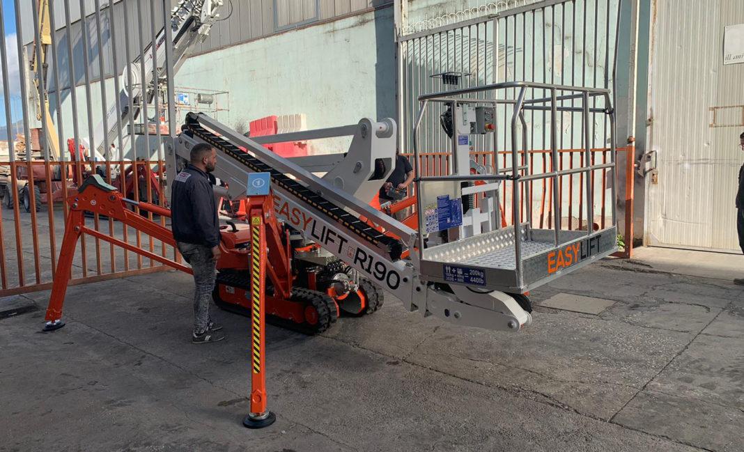 A NAPOLI HOIST SCEGLIE EASY LIFT - Sollevare - Easy lift - Aziende News Piattaforme aeree Piattaforme cingolate Ragni Spider Lift